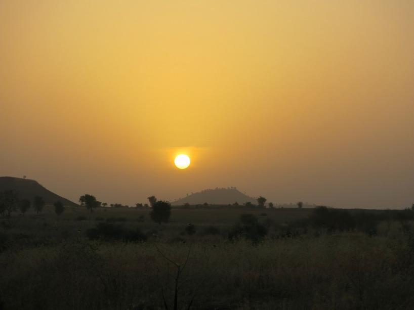 Underbar soluppgång över grässlätterna, innan vi cyklade in i Etiopien!