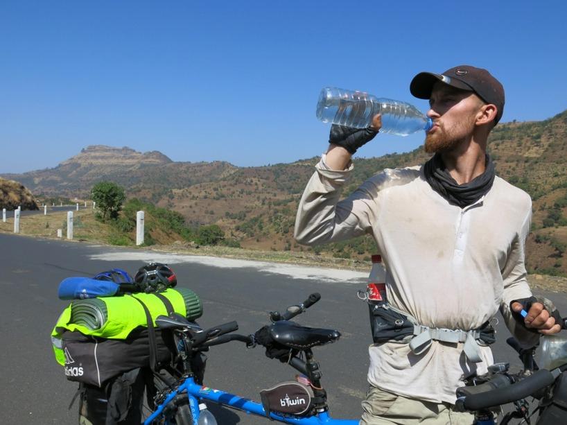 Man måste dricka mycket vatten när det är 38grader varmt och vindstilla!