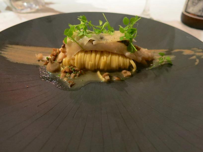 Rätt nummer 2 var en tagiatelle med fisk, parmesan och svampsås