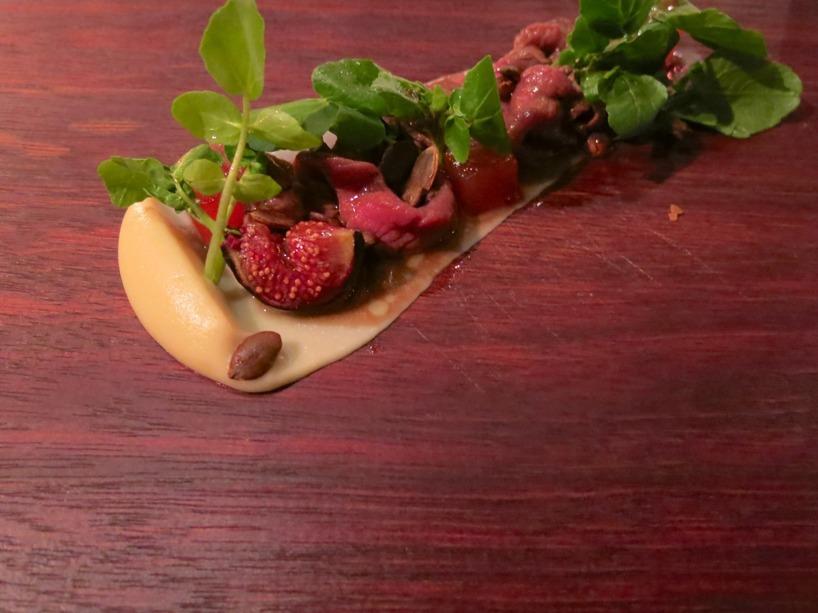 Sedan var det dags att smaka på antilopen Springbok som serverades med fikon, rödbetsjelly, rostade pumpakärnor och palsternacks cremé.