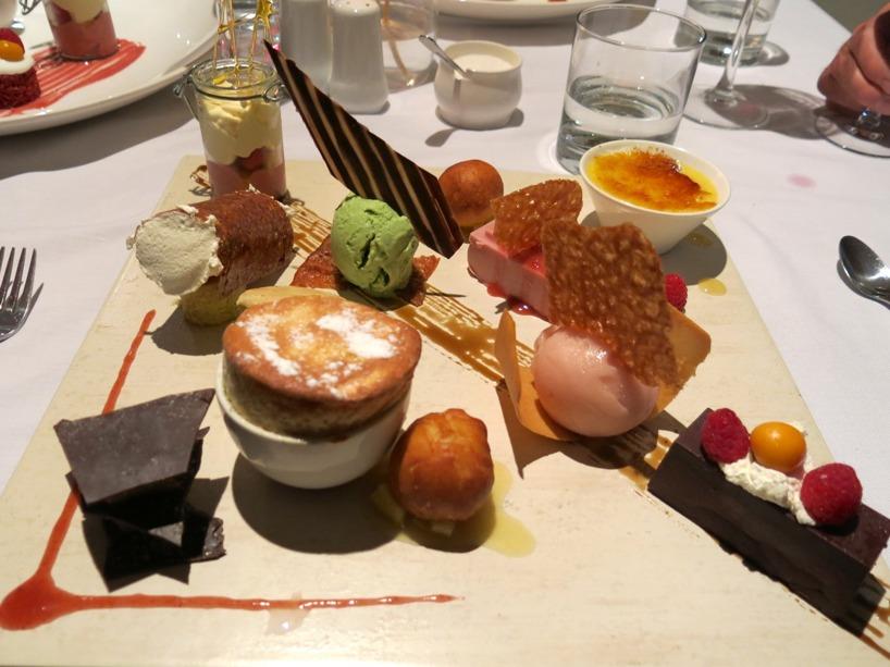 Men värst var Tomas dessert tallrik som innehöll allting som fanns i köket!