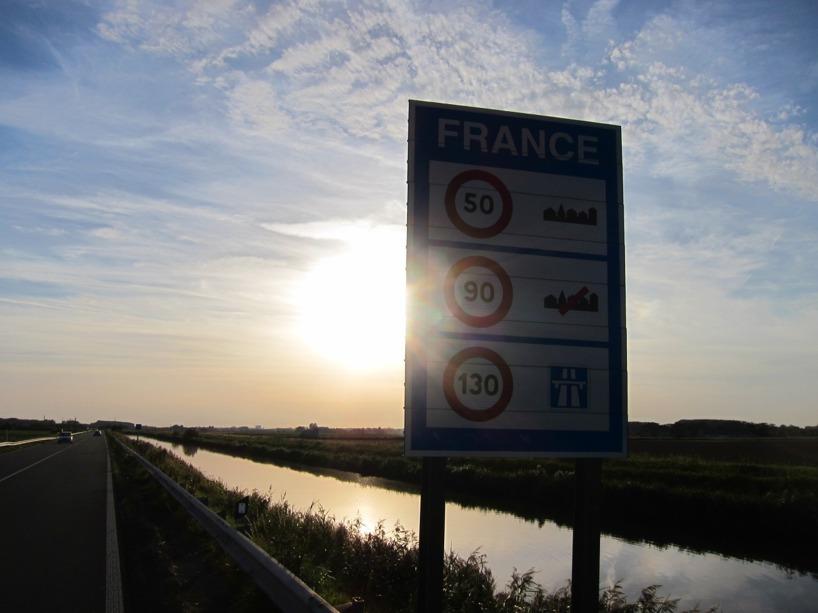 Vi svängde in i Frankrike- 4 länder på ett dygn känns mäktigt!