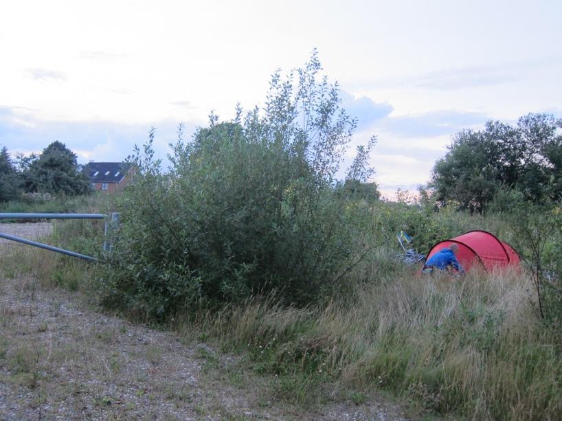 Vår tältplats för natten :) Precis utanför landsvägen, men noll insyn :)