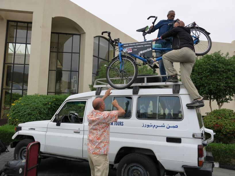 Klockan 12.02 packade vi upp cykeln inför vår 23h långa resa...