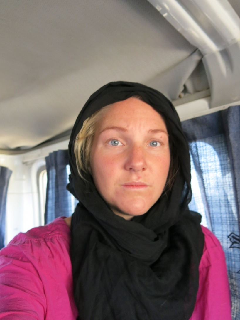 Morgonen därpå, då Susanne vaknat och är en aningen rädd för omständigheterna...