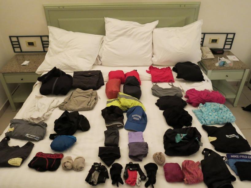 Sedan var det dags att försöka få bort så mycket som möjligt. Här är alla våra kläder!