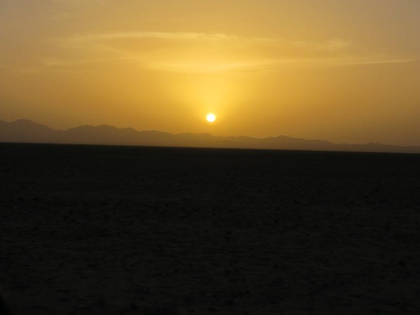 Sedan föll solen fort ned över horisonten!