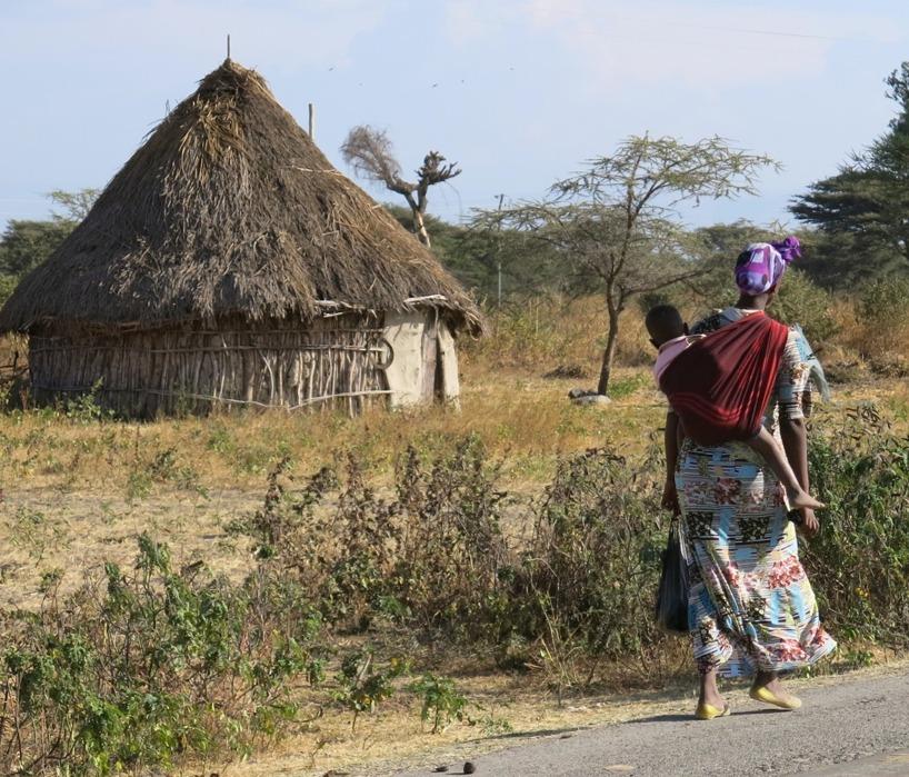 Enkelt liv i Etiopien - här får man skjuts av mamma =)