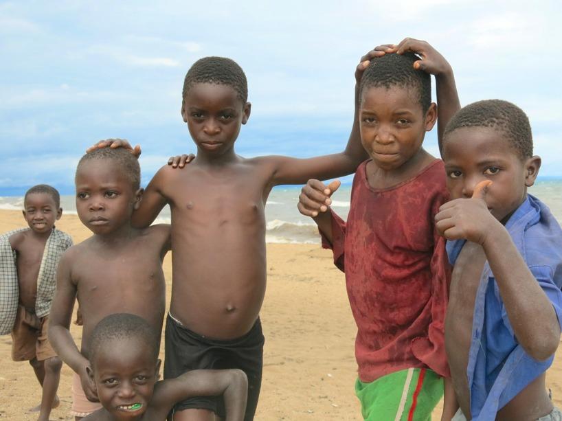 Barnen i Malawi är riktiga linslusar!