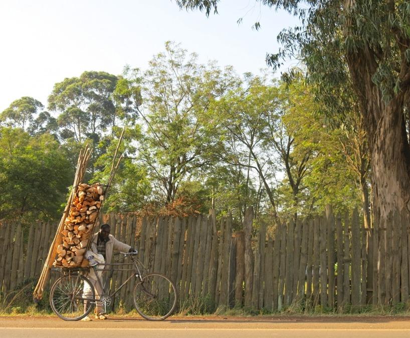 Det är häftigt hur man lastar cyklar i Afrika =)