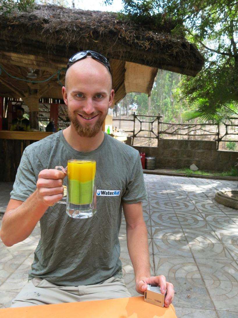 Framme i Shashamane där det serveras nypressad juice på mango och avocado!