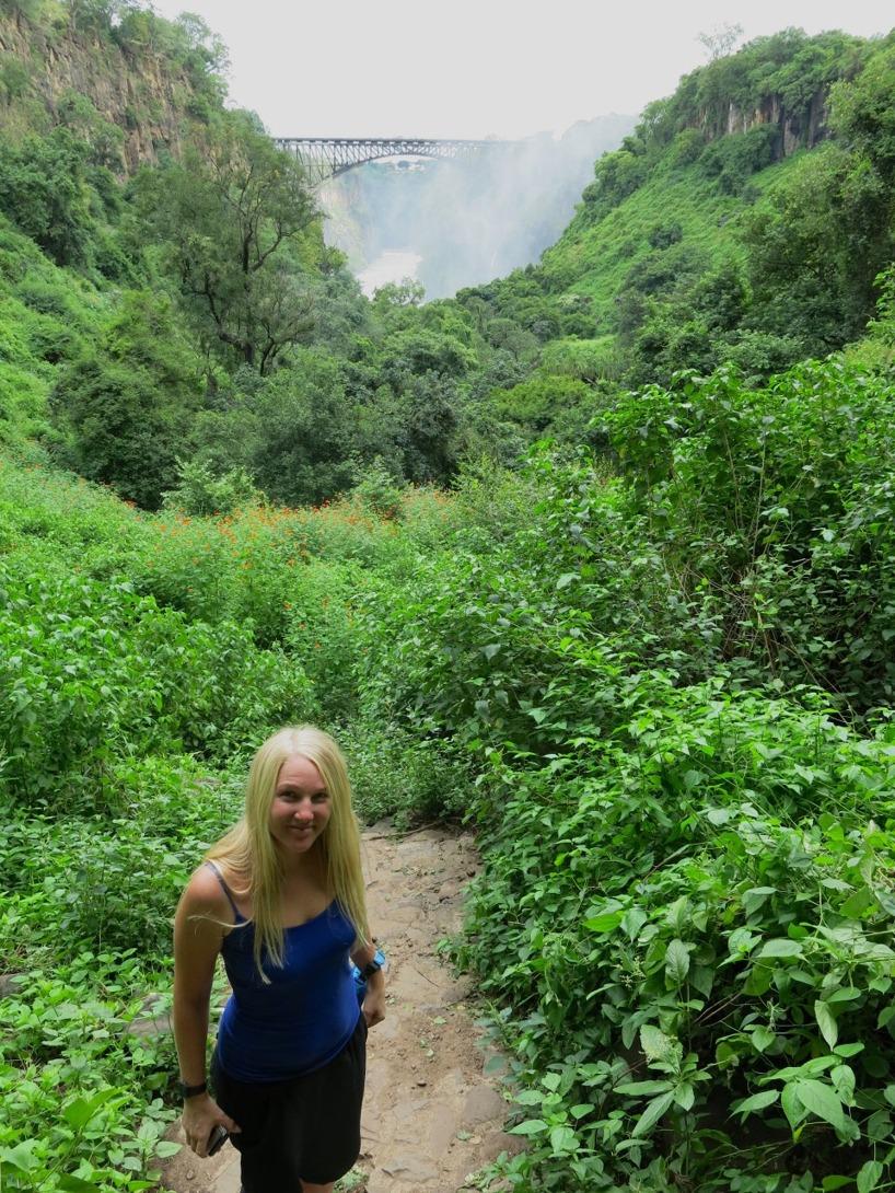 Till sist tog vi en promenad ner till vattnet genom regnskogen...