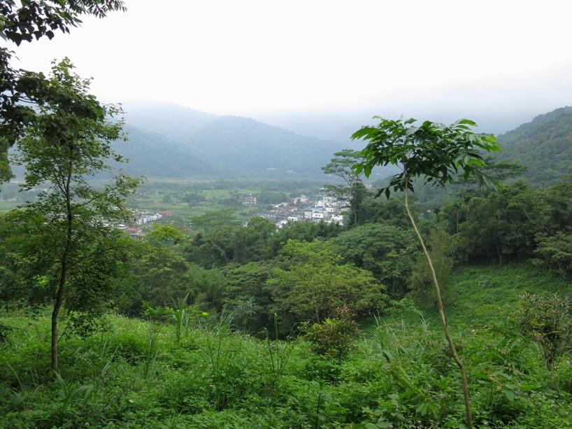Gick en liten tur upp på berget bakom hotellet och fick utiskt över byn!
