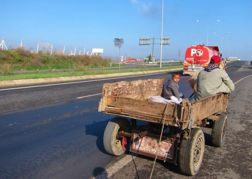 Vi fick draghjälp av detta fordon med 1hk! Nejdå... vi stod still och blev omkörda tills vi förstod att vi kört fel och fick vända...