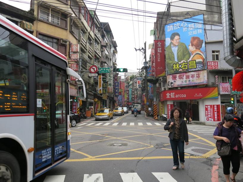 Det var lättare sagt äm gjort att trängas med morgontrafiken i Keelung! Lättare i Taipeis strukturerade trafik och vägnät.