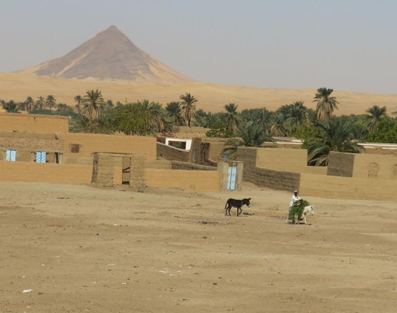 Nästa dag och vägen gick längs Nilen där grönskan var frodig och en och annan människa dök upp