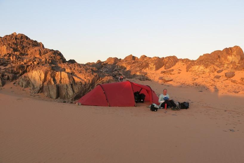 Ännu en vacker solnedgång i ensamheten! Vi gillar ödsligheten och Sudaneserna som låter oss vara =)