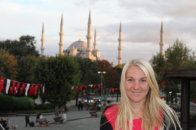 Turkiet (Oktober, November) - Susanne framför Blå Moskén i Istanbul!