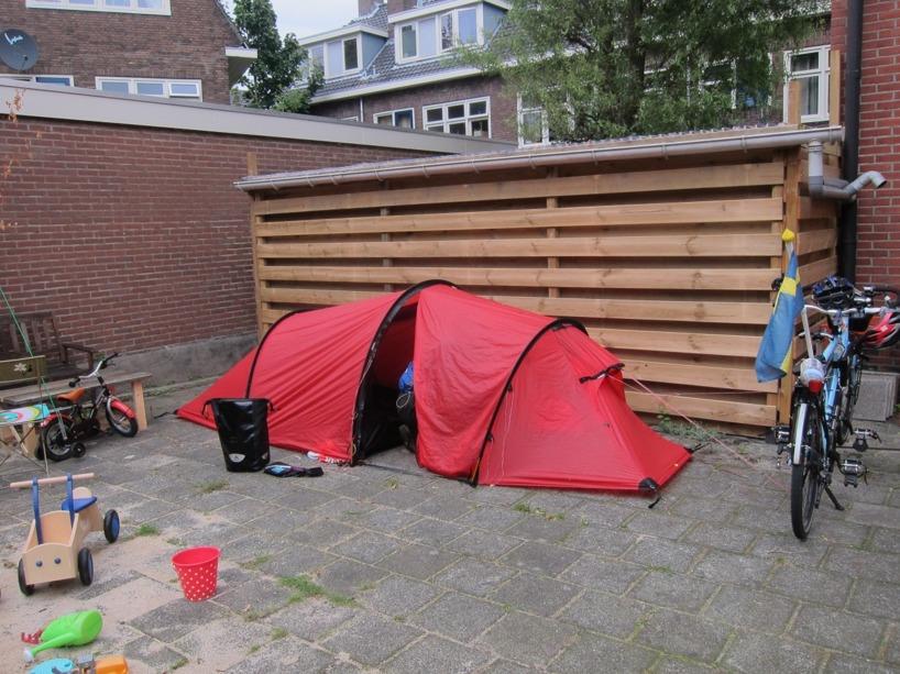 Vår tältplats bakom Karins hus =)