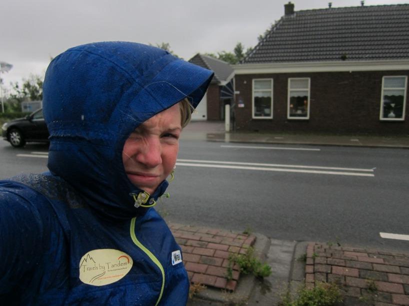 Jaa... det var ingen underbar start på dagen. Men vi tog oss igenom regnet och vinden till det lättade =)