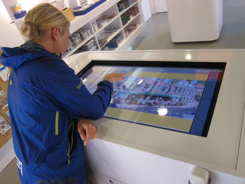 Modernt med touchscreen på turistbyrån! Nu är det dags att upptäcka Gronningen!