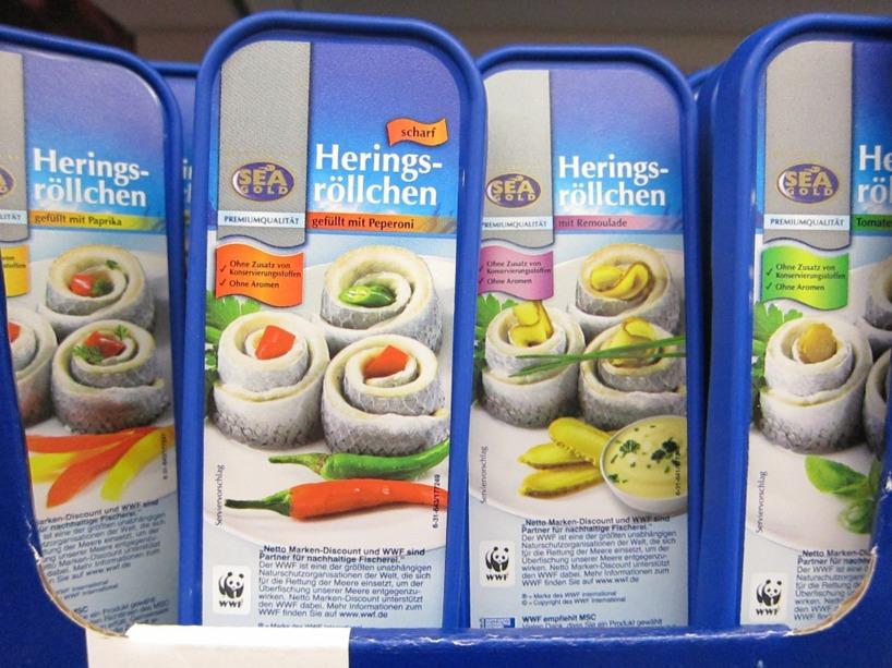 På tal om mat så säljer de detta i matbutikerna. Hua, vi vågar inte ens smaka!