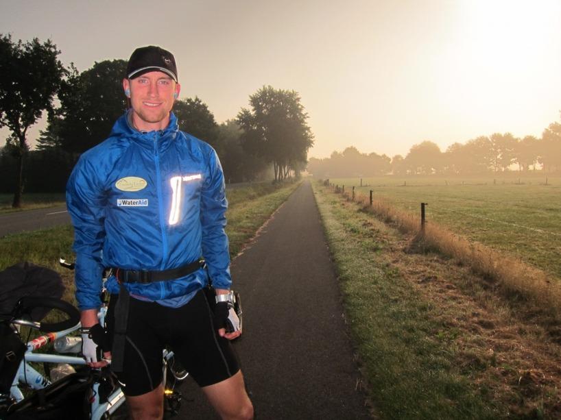 Men allting var inte dåligt i Tyskland. En tidig morgon cyklade vi i detta underbara ljus. Slutet gott, allting gott :)