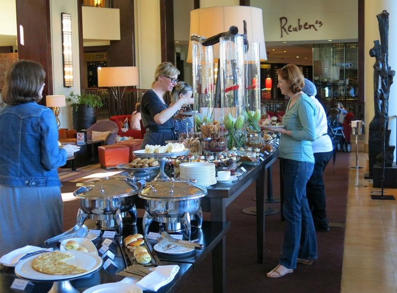 En dag besökta vi hotellet Ona & only och åt deras ljuvliga Afternoon Tea för bara 165 Rand = 120kr