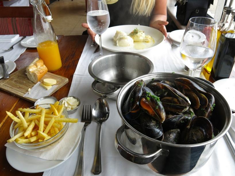 Snabb lunch i havets tecken! Mumma! 1 kg musslor a la belgian style!