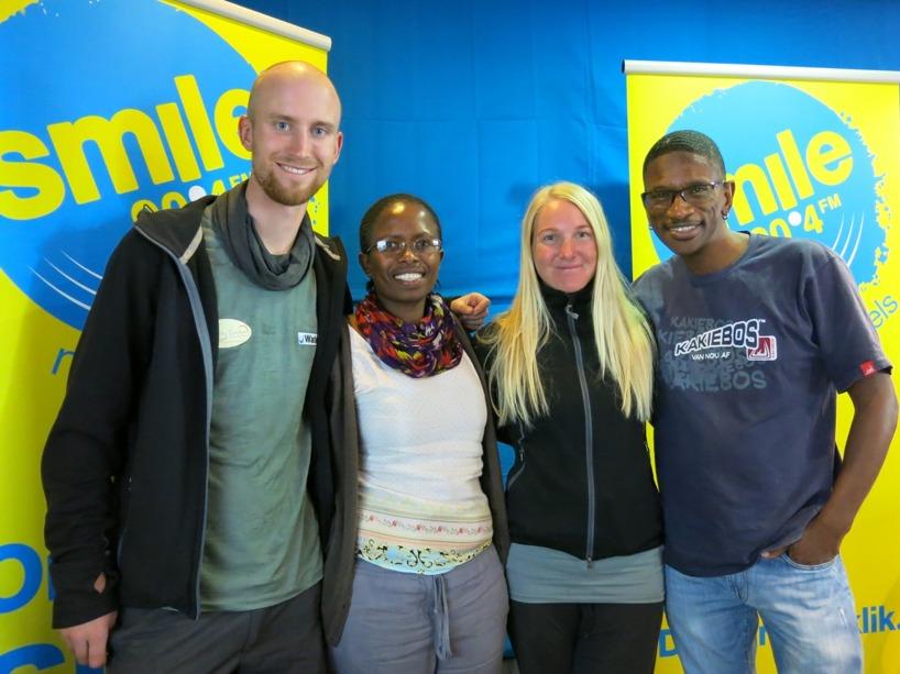 Radioprataren till höger och WaterAid representant Khumbuzile Zuma mellan oss!
