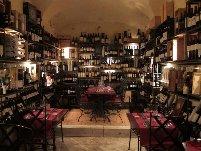 Den mysiga och goa restaurangen vid tog en avsmakningsmeny på! Mycket vin överallt :)