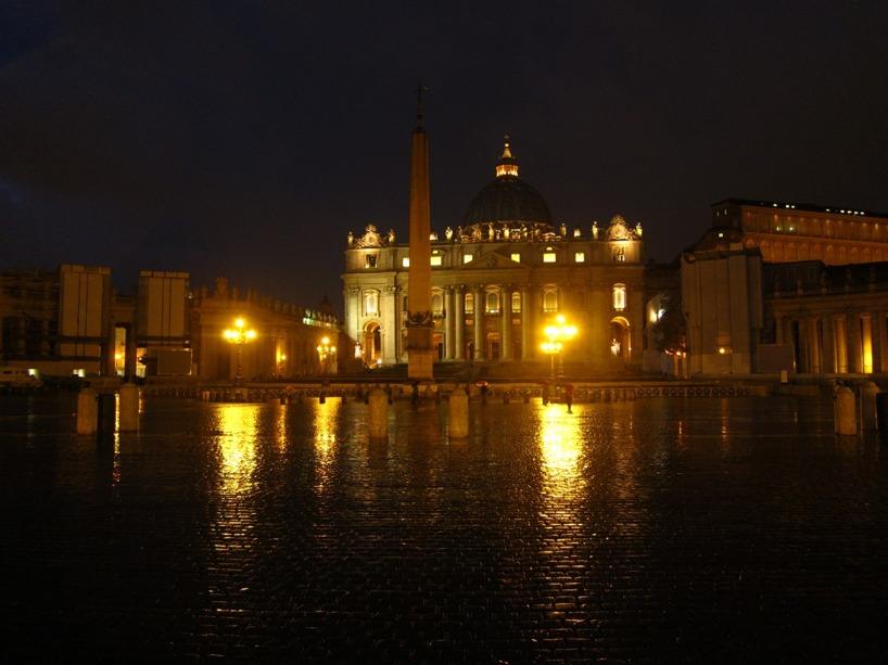 St Peters kyrkan gör sig bättre på kvällen, utan turister tycker vi :)