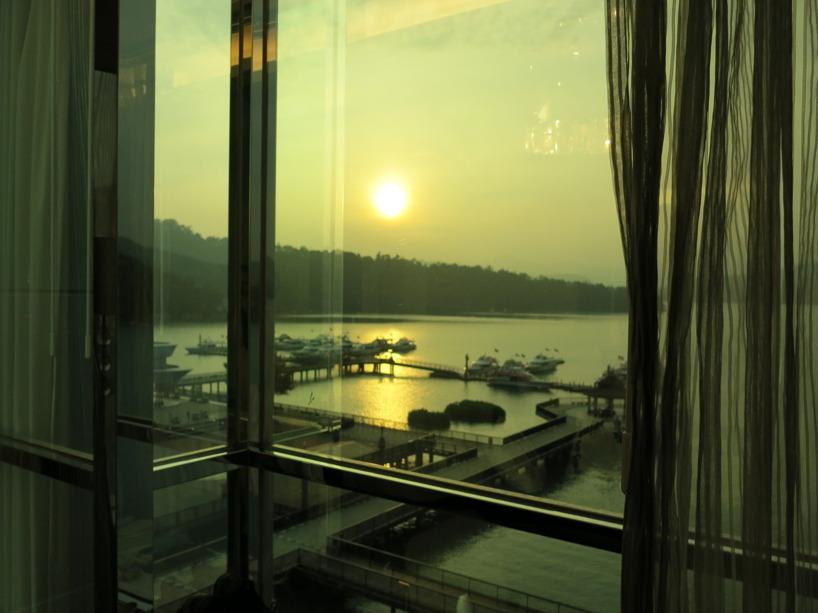 Solnedgång från soffan i rummet =) Slutet på en helt underbar dag!