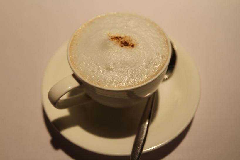 Innan huvudrätten fick vi in en krämig och mustig svampsoppa som serverades på ett spännande sätt. Cappuccino style :)