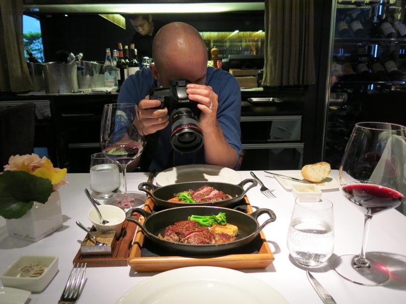 Så här ser det ut när familjen Engberg går på restaurang :)