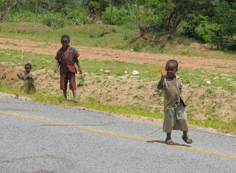 Många glada barn möts vi av varje dag efter vägkanten!