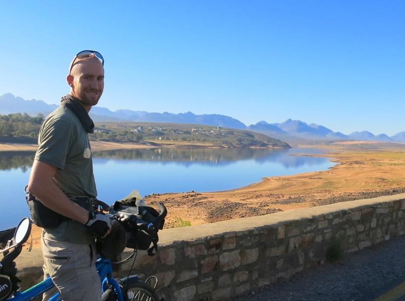 Spegelblank sjö är ett tecken på en vindstilla dag - We Like!