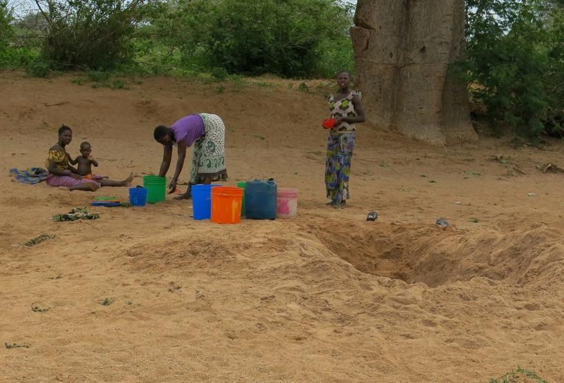 Tur att vi kan hitta rent vatten i byarna vi passerar!