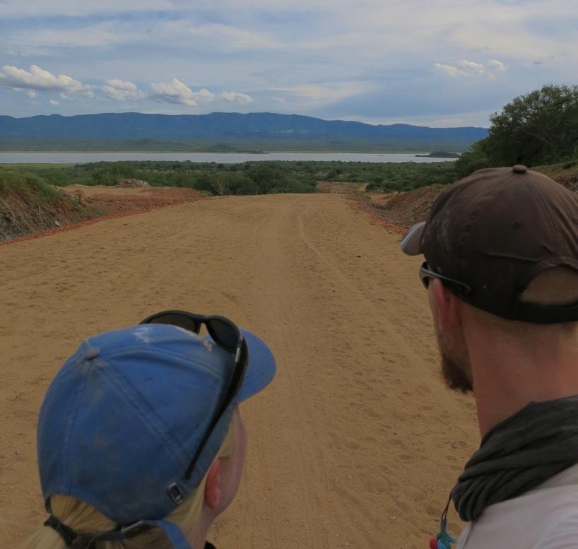 Blickar ut över Mtera Reservoir! PÅ andra sidan vattnet slog vi läger i buschen!