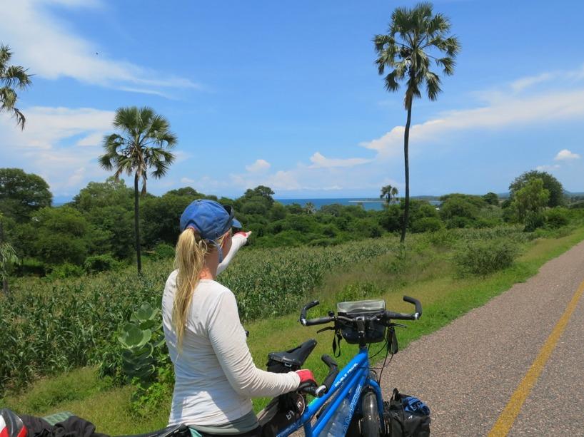 Närmar oss Malawisjön och ser strand längre fram!