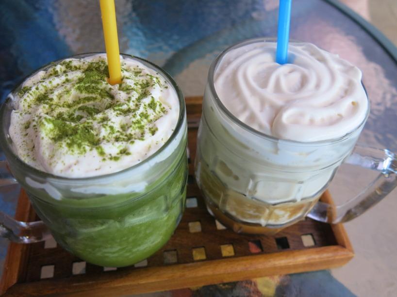 Unnade oss en Green Tea Smoothie och en Kaffe Smoothie efter en lång promenad tillbaka!