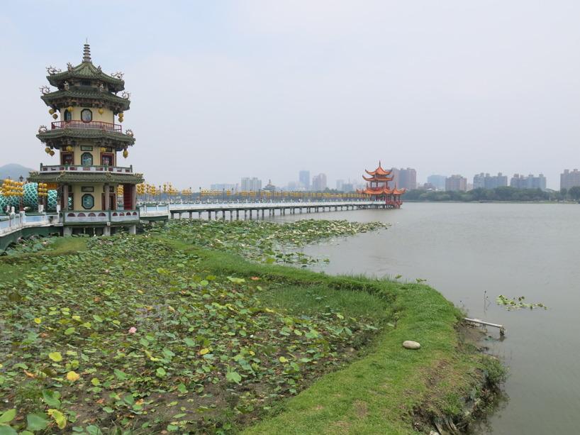 Den berömda paviljongen längst ute i vattnet!