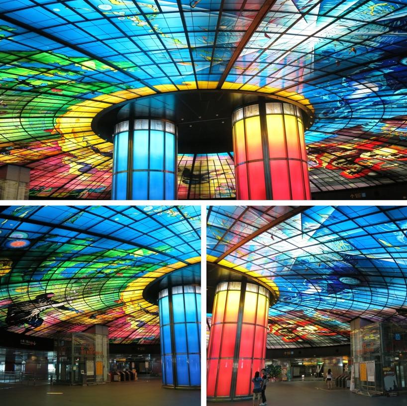 Världens största glasverk - The dome Of Lights! Skapad av Italienska Narcissus Quagliata. Inte fy skam att titta på när man skyndar mellan Metrostationer en måndagsmorgon...