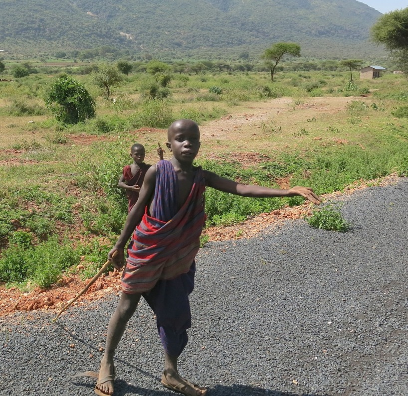 När vi rullade in i Tanzania började även tiggandet igen!