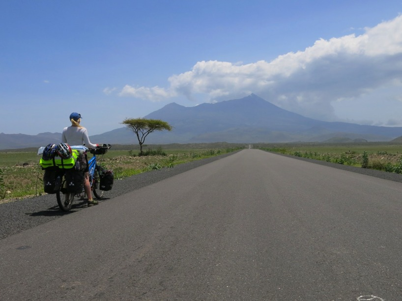Sussie blickar ut över Mount Meru och en gedigen klättring!
