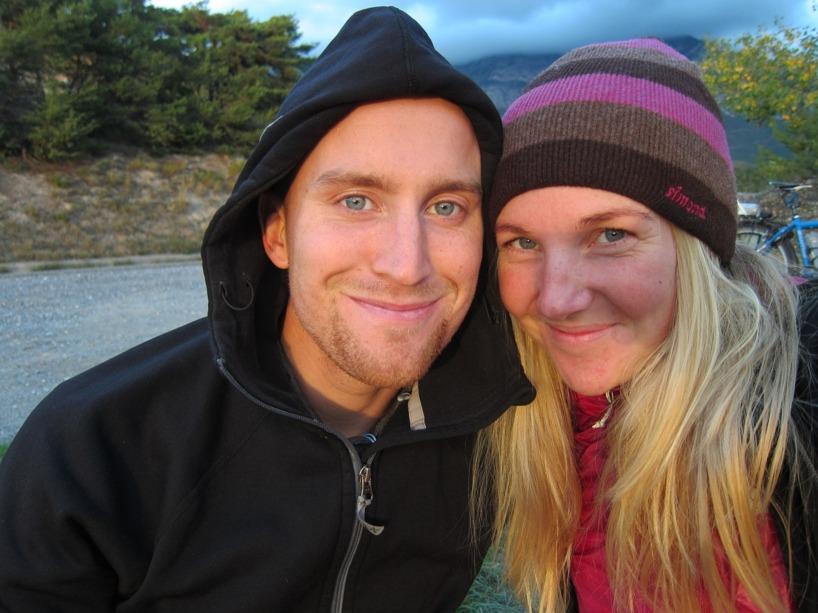 Det blev Yoghurt och flingor i solnedgången över bergstopparna