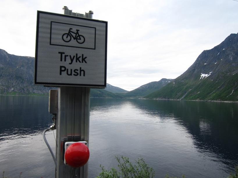 Det gick helt fint att cykla i de mörka tunnlarna med en blinkande lampa utanför som varnade bilarna för vår närvaro =)