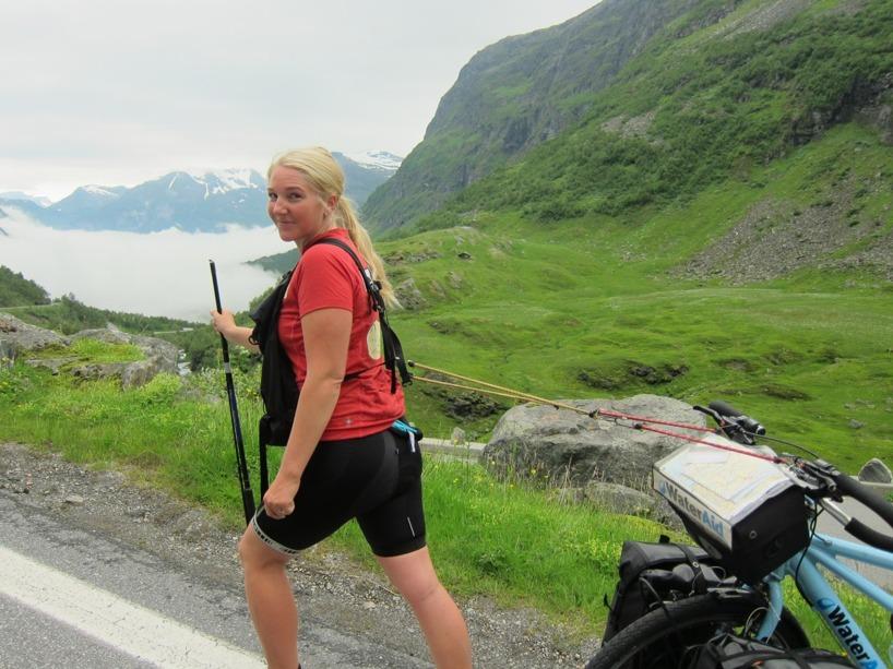 Sussie agerade draghäst och Rasmus puttade upp cykeln för serpentinvägen =)