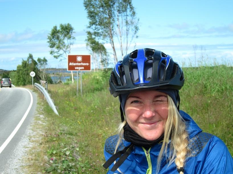 I inledningen till Atlanterhavsvegen, den 8km långa vägen över de små holmarna utanför Kristiansund