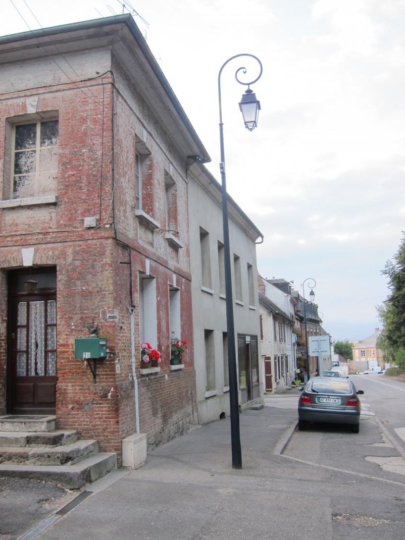Vi passerade många söta, slitna och pittoreska byar i norra Frankrike